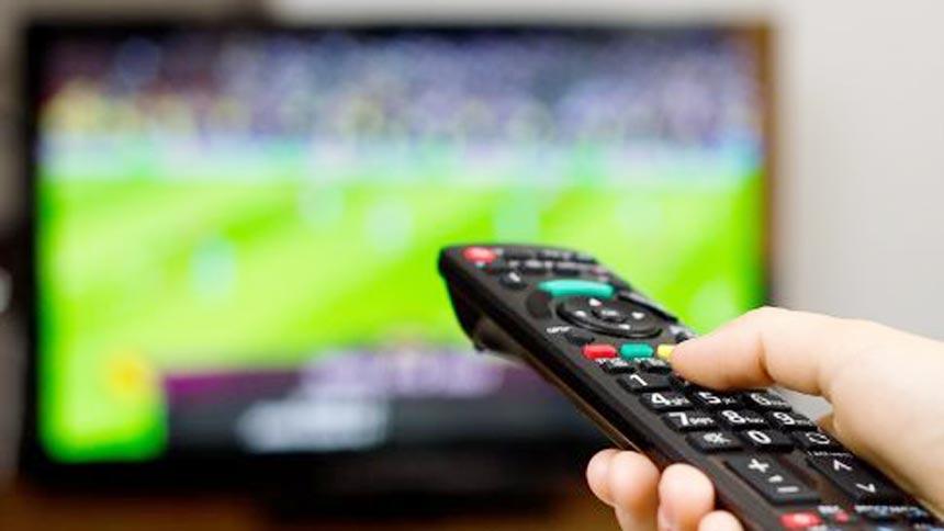 Calcio in tv, tutte le sfide del week-end. Venerdì con Liga, Bundes, Ligue 1 e Championship
