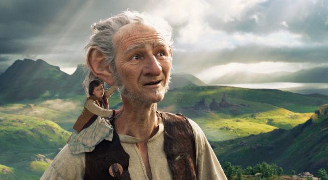 Cinema. GGG di Steven Spielberg: l'unico gigante a cui non piace mangiare i bambini