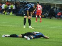 Non basta il rigore di Zapata, la Fiorentina stende una Dea che si accende solo a sprazzi